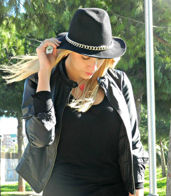 Black chotki bracelet in mistylobycris feature Army 5